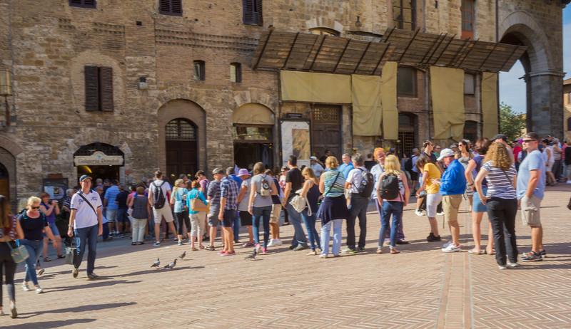 In line at Gelateria Dondoli