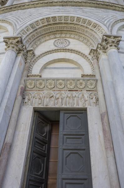 Decoration door frieze