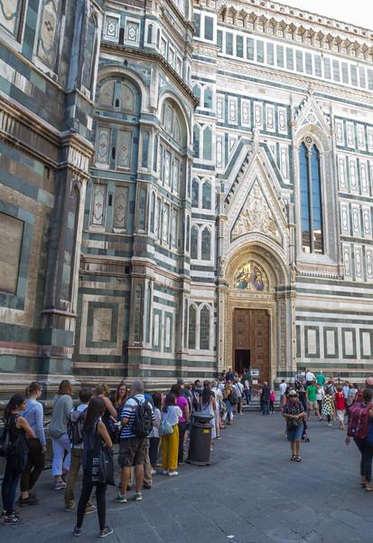 In line, entrance  Duomo