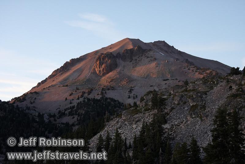 Setting sun on Lassen Peak (9/7/2009, Bumpass Hell Trail, Lassen NP)