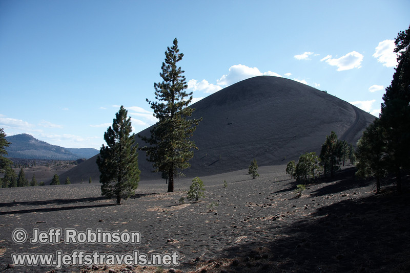Cinder Cone and the trail going up it, with the Painted Dunes (mid-ground) and the Fantastic Lava Beds (background) to its left (9/11/2009, Cinder Cone hike, Lassen NP)