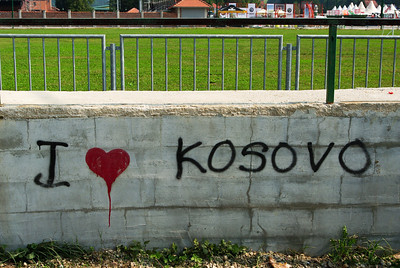 Na Srbsko dosti odvážný nápis...