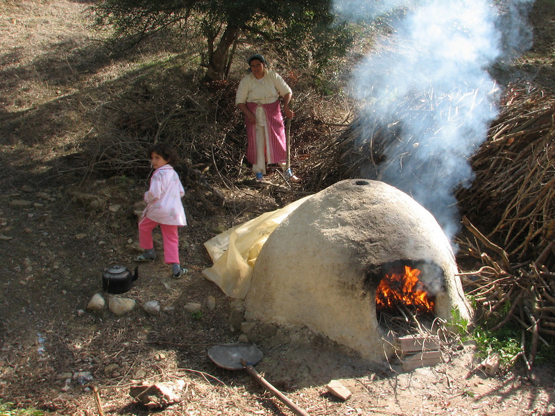 heathing the oven (North Morocco 2009)