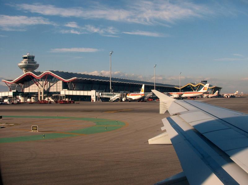 the new departure hall of airport Madrid, (airport Madrid, flight: Madrid-Dusseldorf)