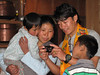 Ang shows his pictures, Pangkom 2850m-Najing 2600m