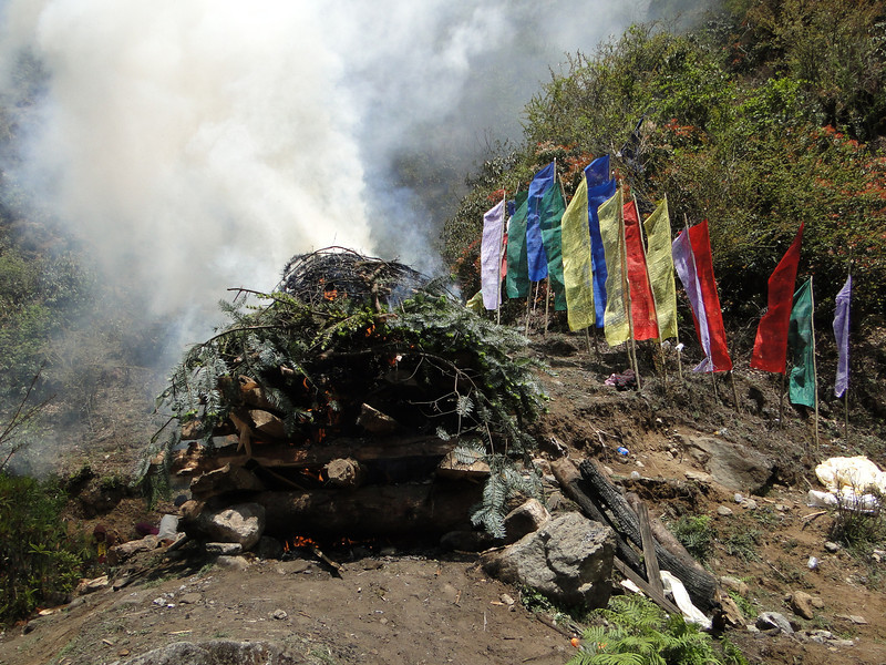 Cremation ceremony, Lukla 2800m-Monjo 2900m