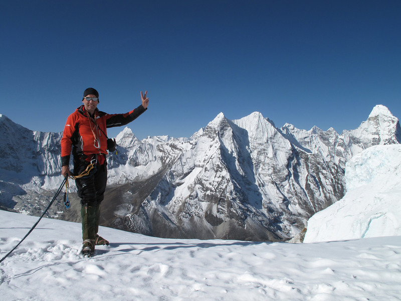 Rogier is ready :-) ascending Island Peak summit 6160m