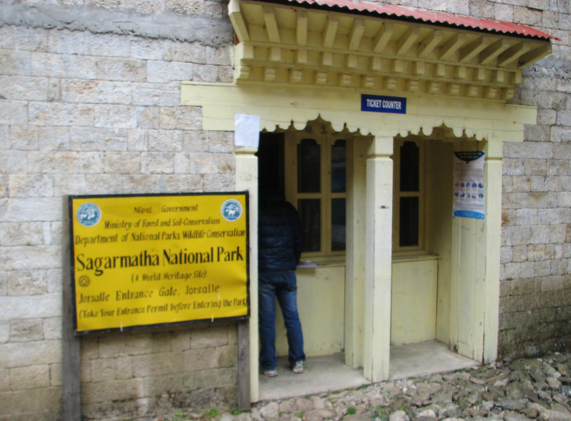 Permit checking, Monjo 2900m-Namche Bazaar-Tengboche-Deboche 3630m