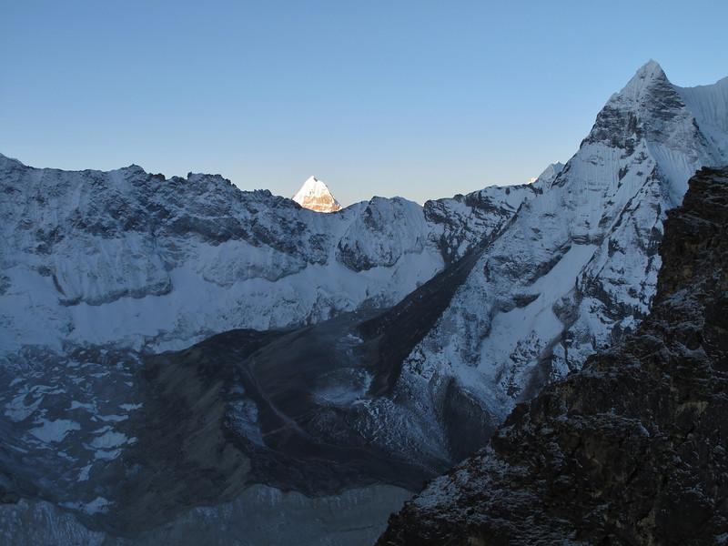 5.28h First sun-light, Island Peak Base Camp 5000m-Island Peak summit 6160m