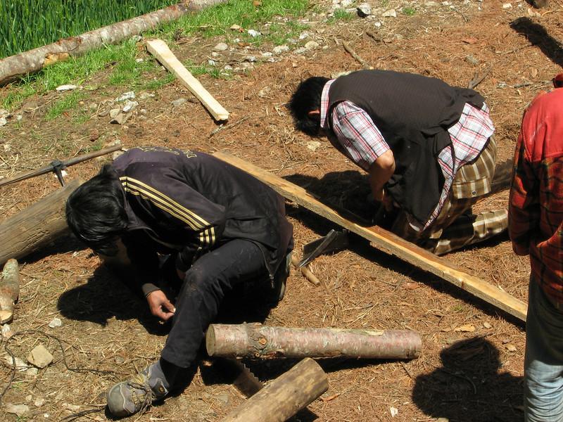 Grinding a wood saw,  Namche Bazaar 3450m-Phakding 2650m