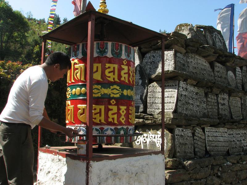 Painting a prayer wheel, Lukla 2800m-Monjo 2900m