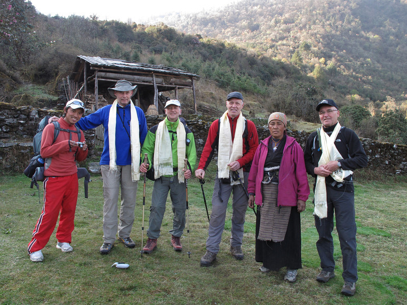 Starting early in the morning and farewell to Ang sister, Pangkom 2850m