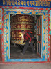 Large prayer wheel, Lukla 2800m-Monjo 2900m