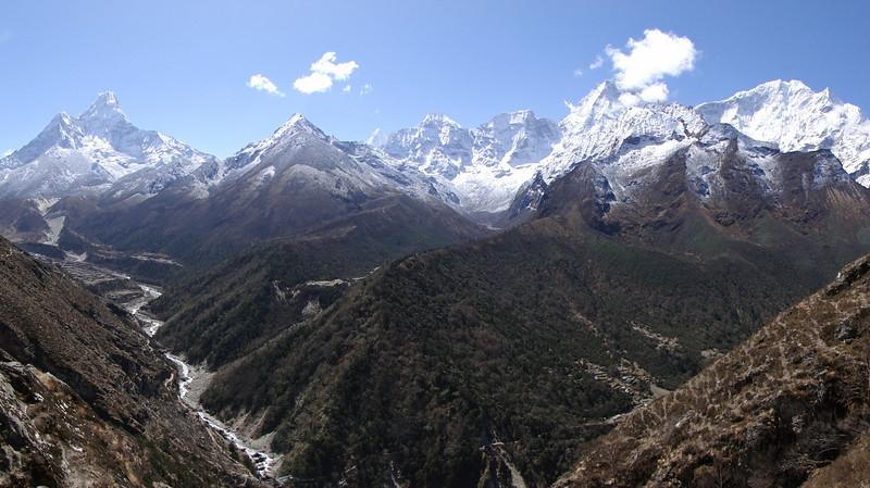 Landscape Island Peak Base Camp 5000m-Deboche 3650m