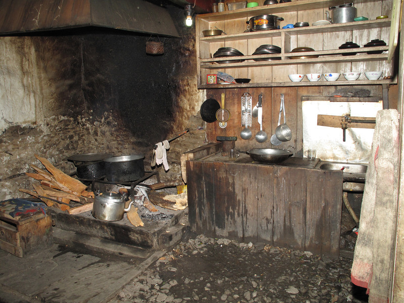 Kitchen of the Monastery and monk school, Puyan 2750m-Pangkom 2850m