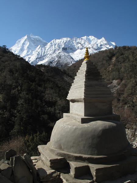 Stupa, route Deboche 3630m-Pangboche-Chhukung 4780m