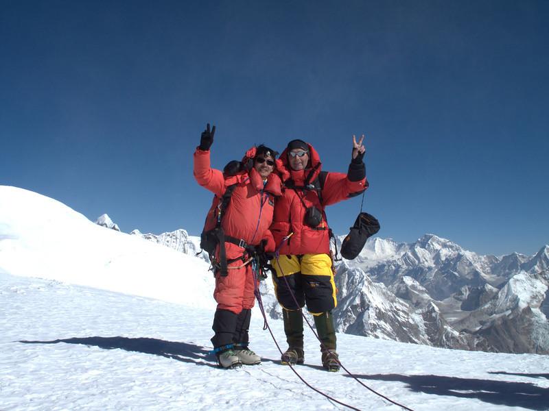 Rogier and his friend Ang Geljen Sherpa, Mera Peak, summit 6476m