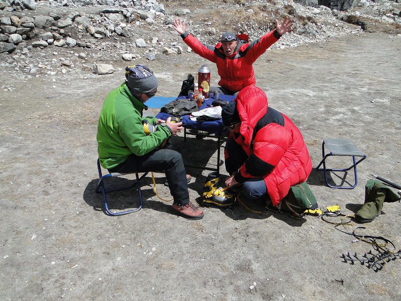 Preparation of the crampons, Camp Kare 4950m