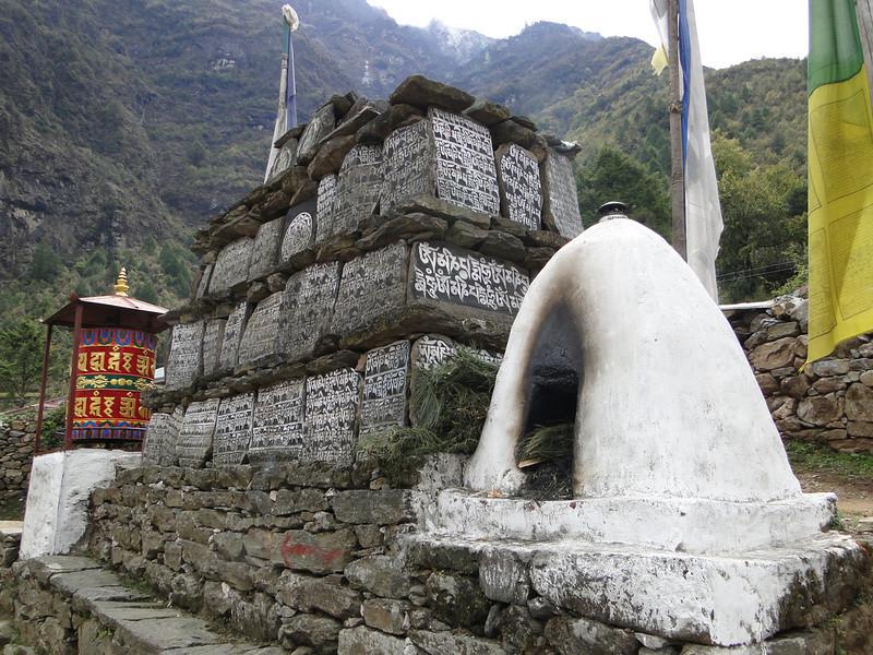 Prayer wheel and stones, Lukla 2800m-Monjo 2900m