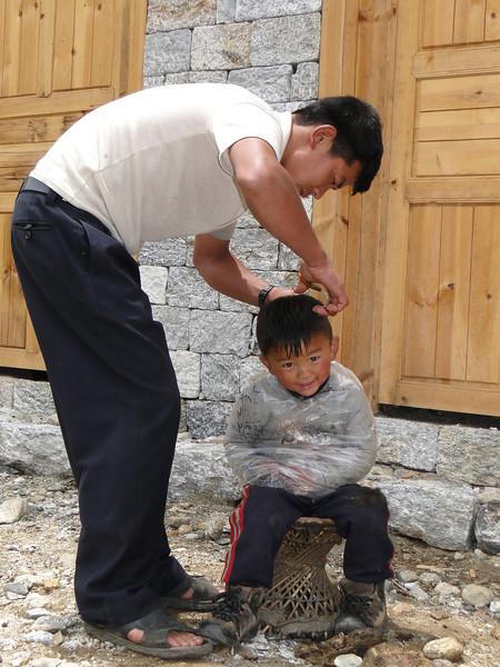 Daddy the barber, Monjo 2900m-Namche Bazaar-Tengboche-Deboche 3630m
