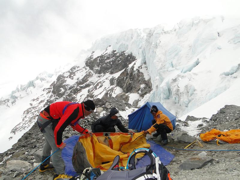 Put up the tents, Mera Peak advanced camp 5800m