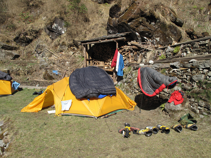 Drying our stuff, Resting day, Camp Kothe 3700m
