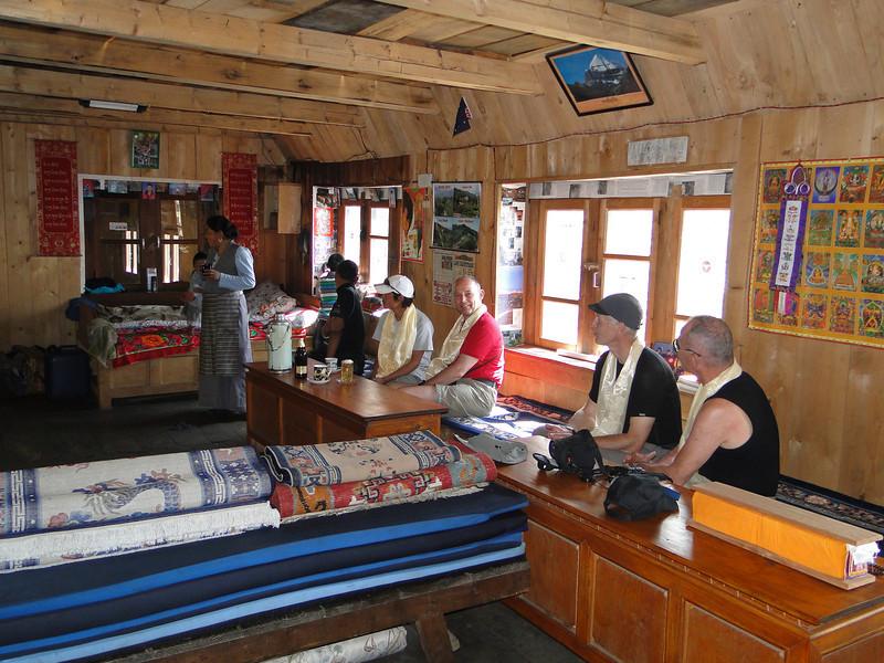 Visiting Ang sister and her family, Pangkom 2850m-Najing 2600m