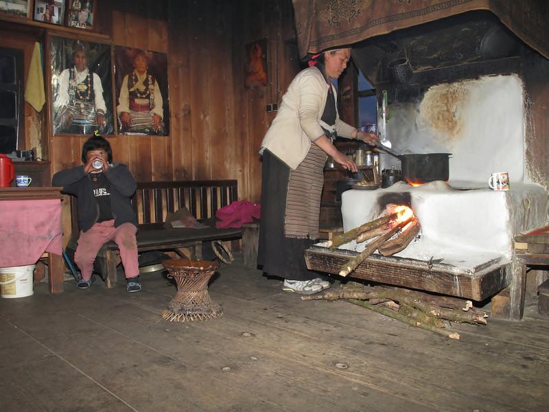 Making food, Pangkom 2850m