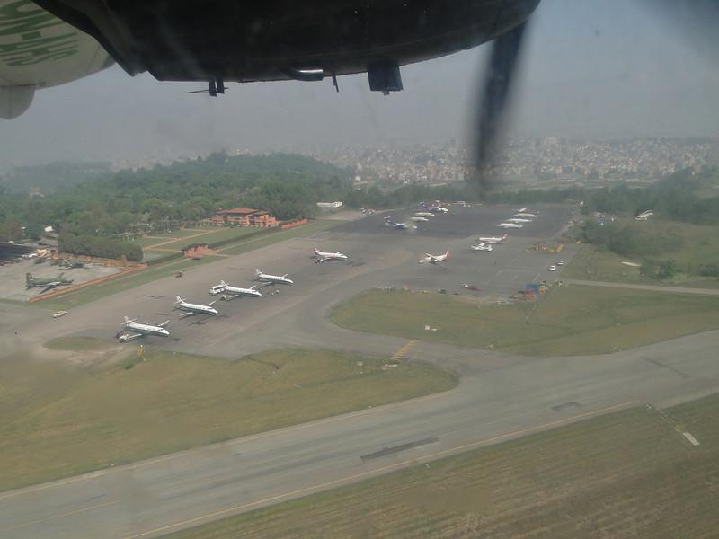 Twin Otters field of Kathmandu airport, Flight Twin Otter: Kathmandu 1300m-Lukla 2750m