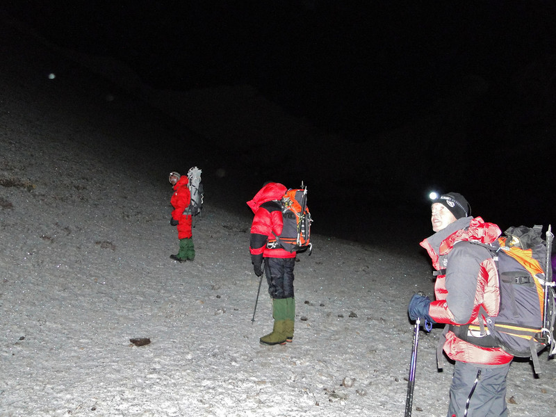 3.00 hour, party time, ascending Island Peak by Marijn, Paul, Rogier and Ang Sherpa, Mingmar Sherpa and Radzu