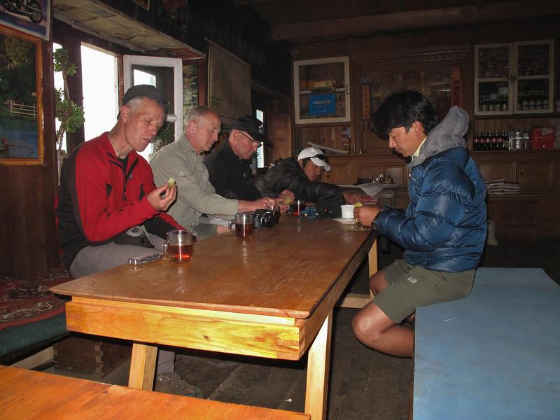 Thee time, Puyan 2750m-Pangkom 2850m