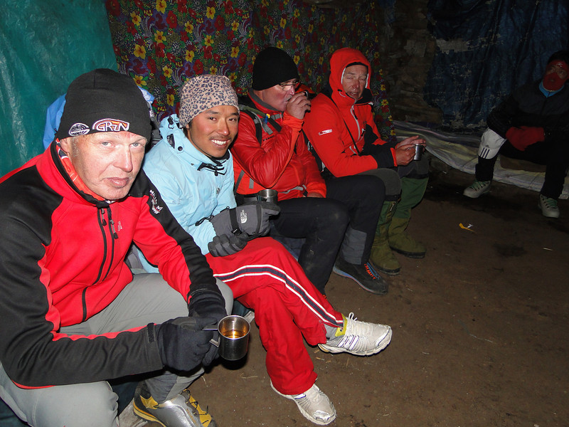 Lodge near the pass, Kothe 3700m-Zatwrala 3800m