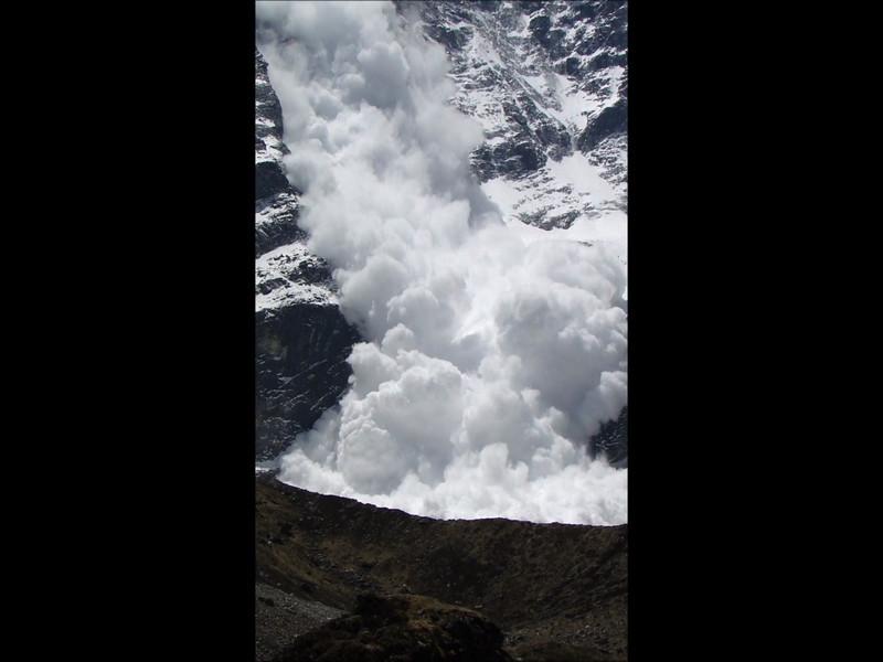 Film: Large avalanche from the Mera Peak 6476m, (NL: Lawine) Tangnag 4300m-Kare 4950m