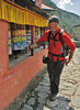 Turning the prayer wheels, Lukla 2800m-Monjo 2900m