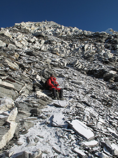 6.32h Ang Geljem Sherpa searching for the way, Island Peak Base Camp 5000m-Island Peak summit 6160m