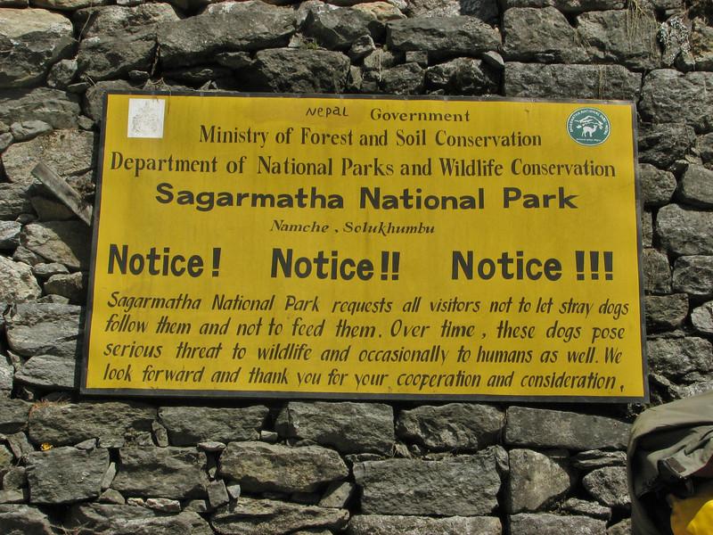 Entrance Sagarmatha National Park, Lukla 2800m-Monjo 2900m