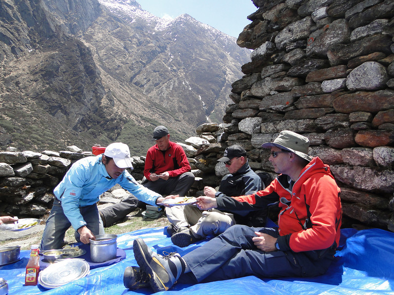 Lunching during the track, Kothe 3700m-Tangnag 4300m