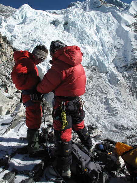 7.00h fasten the rope, ascending Island Peak summit 6160m