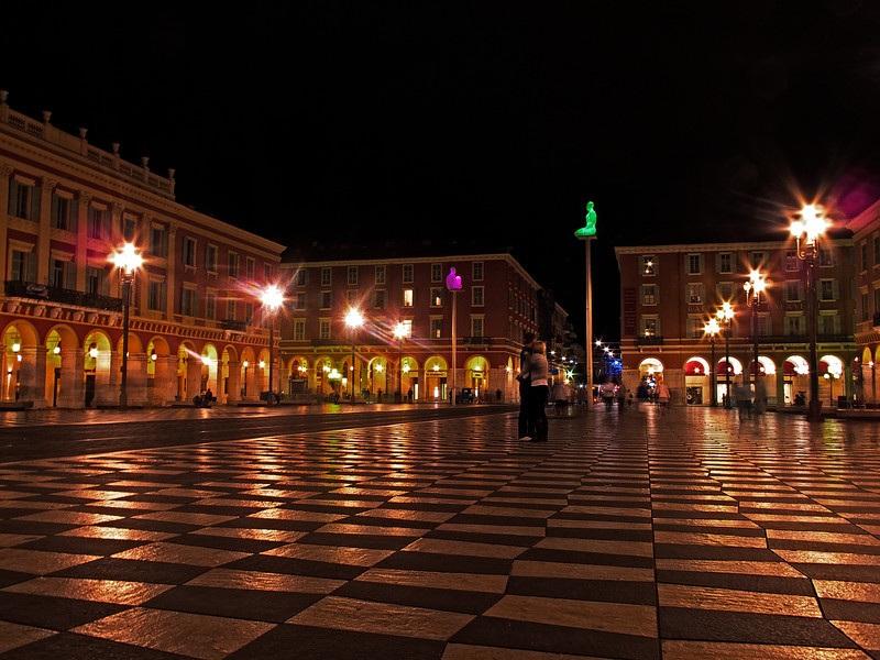 Place Massena & Sculptures de Jaume Plensa