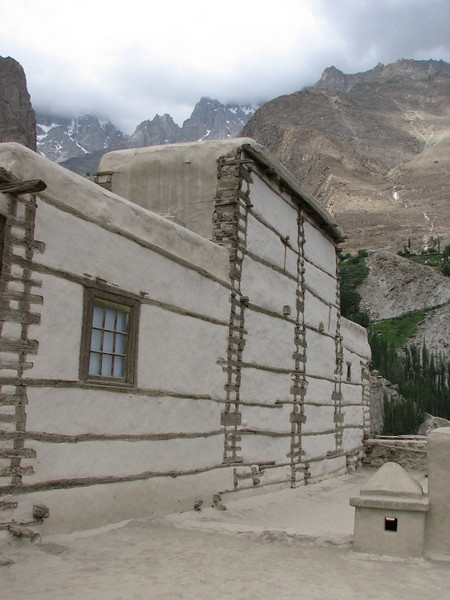 earthquake resistance old walls (Baltit Fort Karimabad)