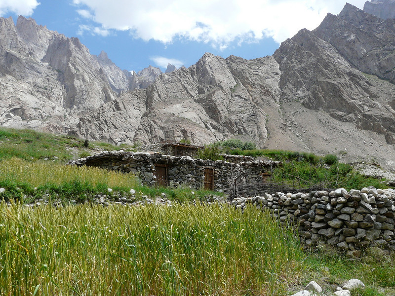 houses and stables (Skardu 2268m.)