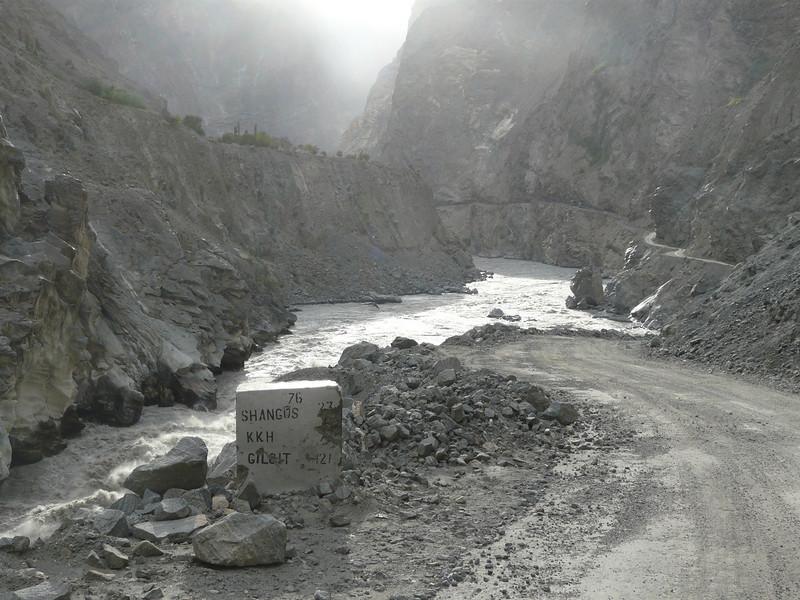 Indus Valley with KKH (near Skardu)