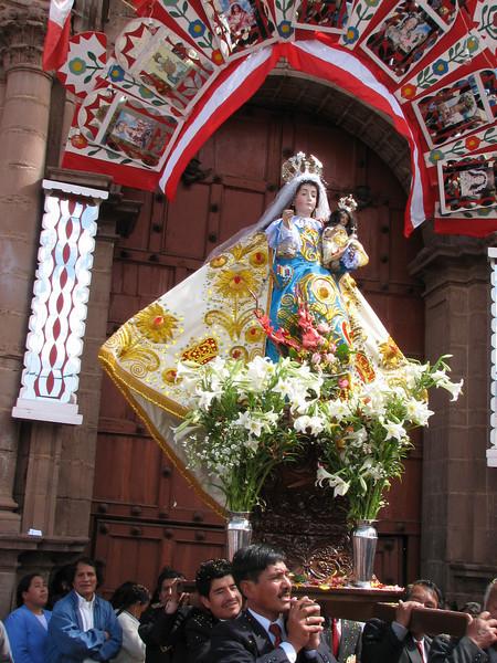 "the image of the Virgin Mary for the ""Iglesia San Pedro"" (Peru 2009, Iglesia San Pedro, Cusco 3360m. )"