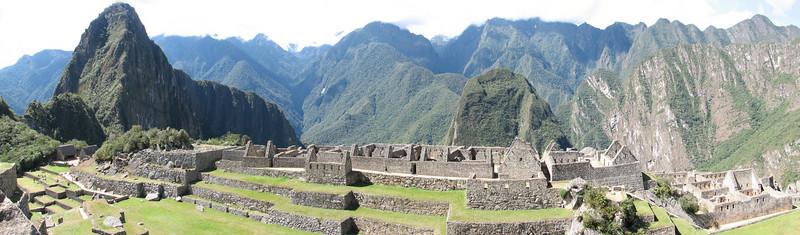 panorama of the archaeological site (Peru 2009, Machu Picchu 2430m.)