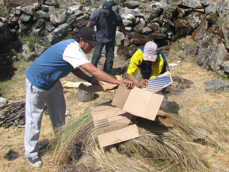 Pacchamanca, cover with cardboard, phase 9 (Peru 2009, Cordillera Blanca)