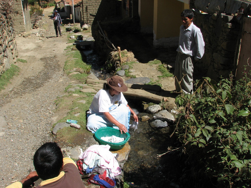 Washing outside your house (Peru 2009, Huaraz (3090m.))