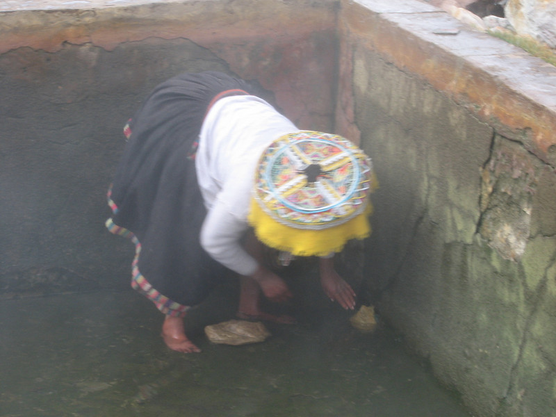 the bath superintendent (Peru 2009, Pacchanta 4300m. Nevado Ausangate)