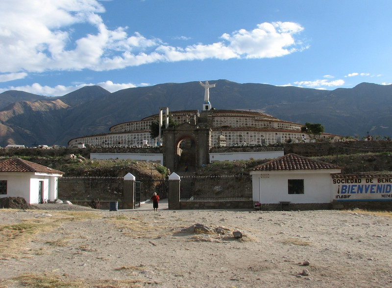 Cemetery and monument to the earthquake of 1970 (Peru 2009, Huaraz (3090m.))
