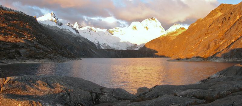 Evening panorama from our campsite near lag. Cullicocha 4628m. (Peru 2009, lag. Cullicocha, Cordillera Blanca )