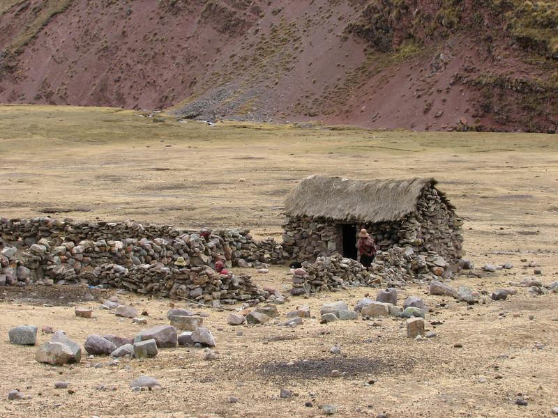 advantage: no paintwork on this type of house (Peru 2009, Nevado Ausangate)